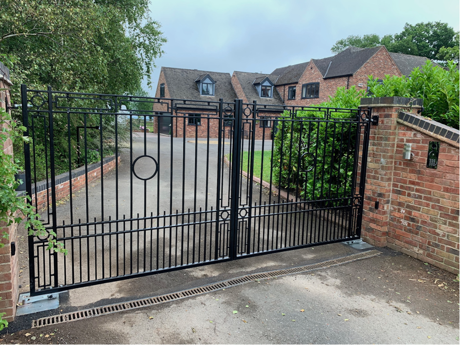 electric gates derby, bespoke electric gate supplier and fitter